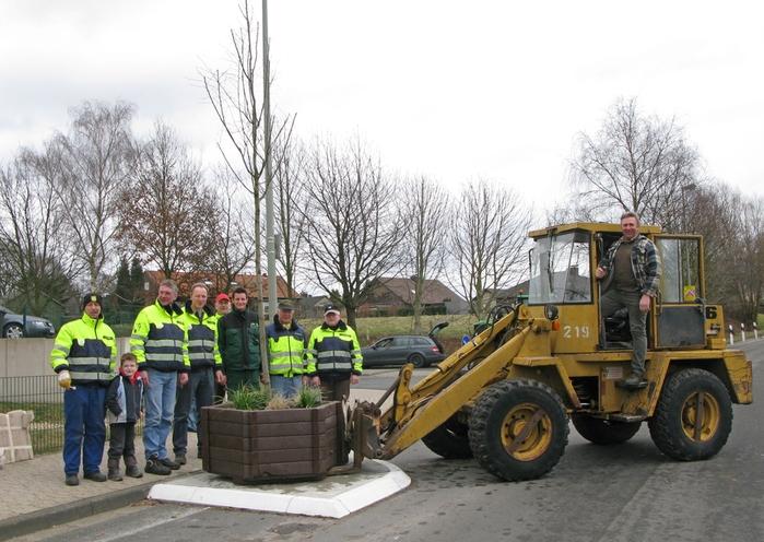 Aufstellung der Pflanzkübel am 13.03.2010